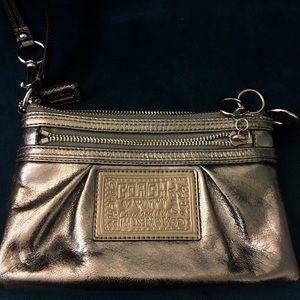 Coach Poppy Wristlet in Silver metallic
